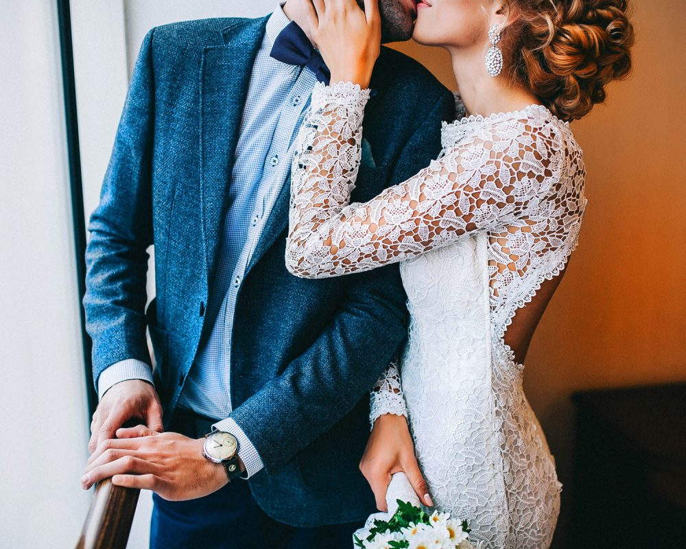 Wedded couple kissing